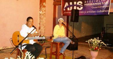 Mujeres trovadoras cantan en La Habana
