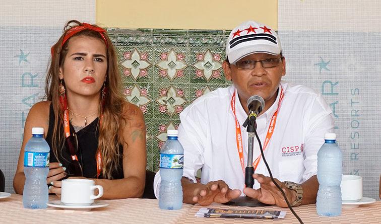 Papá Giovanni y Stephanie Ghisays: Lola…Drones vende rosas violentas, con algo de futuro.