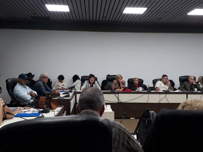 Miembros de la Asociación de Creadores del Cine, la Radio y la Televisión trabajan en el I Balance de la Uneac