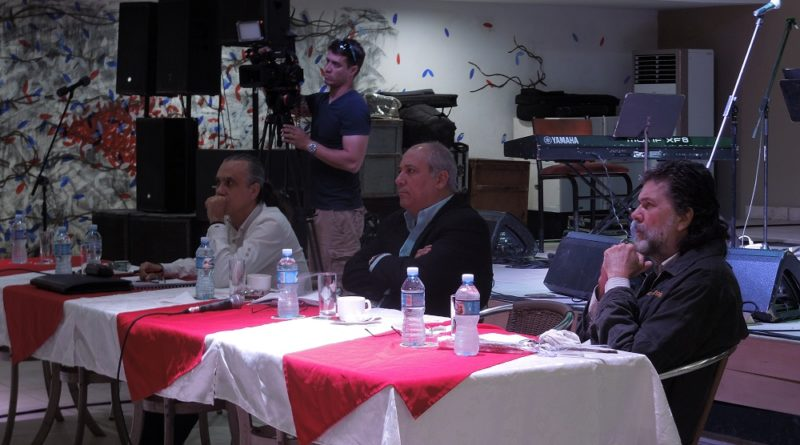 El editor y poeta, ministro de Cultura Alpidio Alonso Grau, intercambió con realizadores audiovisuales de programas dramatizados que están en la parrilla de programación de la Televisión cubana.