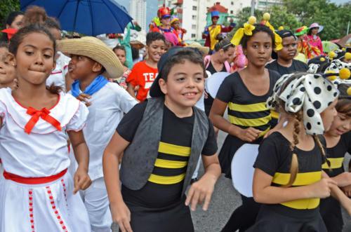 Niños de La Colmenita actúan en Calle Línea